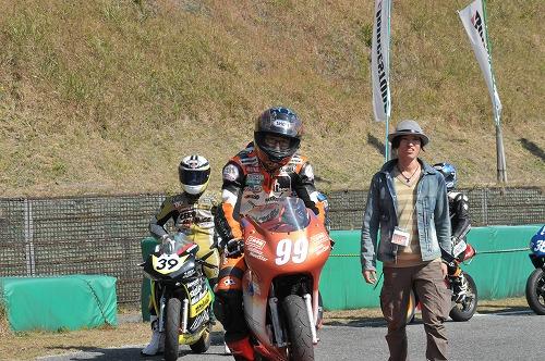 http://www.mini-motogp.com/2012/DSC_0412.jpg