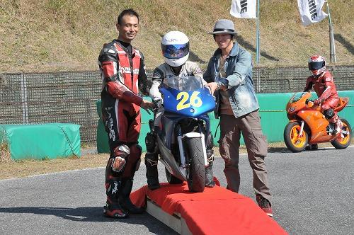 http://www.mini-motogp.com/2012/DSC_0421.jpg