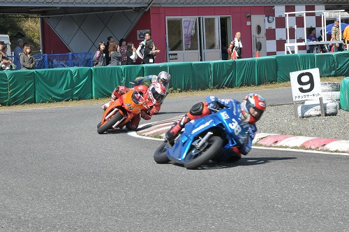 http://www.mini-motogp.com/2012/DSC_0450.jpg