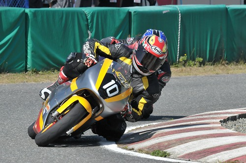 http://www.mini-motogp.com/2012/DSC_0466.jpg